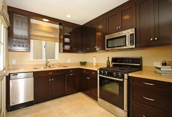 Koyu renk mutfak dolabı rengi